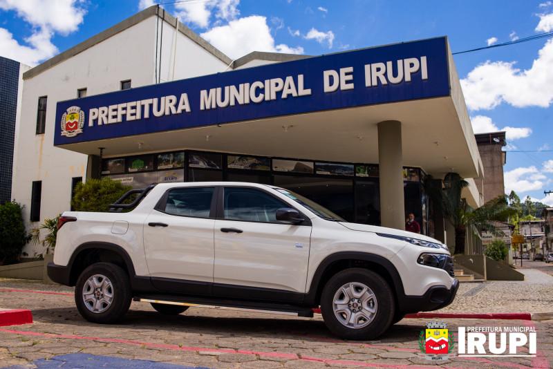 Secretaria de Saúde recebe novo automóvel para atendimento a população